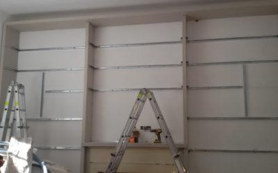 Realizzazione di una libreria in cartongesso a tutta parete